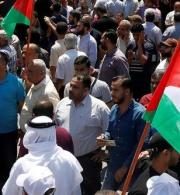 مؤسسة الحق تدعو إلى احترام حرية الرأي والتعبير في الضفة الغربية وقطاع غزة والافراج الفوري عن النشطاء والصحفيين المحتجزين