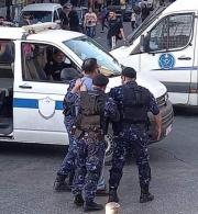 تدين مؤسسة الحق قيام الأجهزة الأمنية منع إقامة التجمع السلمي في مدينة رام الله واعتقال عدد من المشاركين/ات فيه