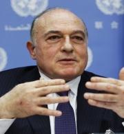 """""""الحق"""" تطالب وزير المالية بصرف رواتب موظفي قطاع غزة"""