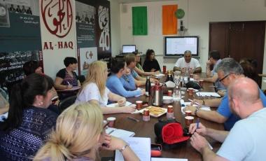 الحق تلتقي وفداً إيرلندياً لاستعراض الحق في التنظيم النقابي وتجربة إضراب المعلمين