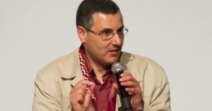 كإجراء عقابي.. الحقوقي الفلسطيني عمر البرغوثي يواجه خطرًا وشيكًا بالترحيل