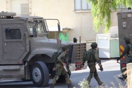 Israeli Forces Raid Residential Building in Nablus: Civilians Injured, including a Journalist