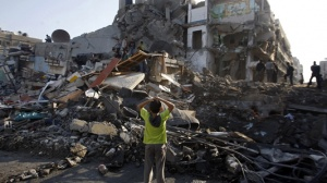 Palestinian families under fire in the Gaza Strip