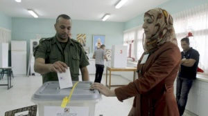 مؤسسة الحق ترصد عدة انتهاكات خلال العملية الانتخابية لقوى الامن