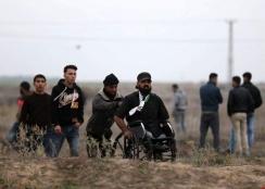 استشهاد خمسة فلسطينيين خلال الاحتجاجات الفلسطينية المتواصلة منذ السابع من كانون أول الجاري