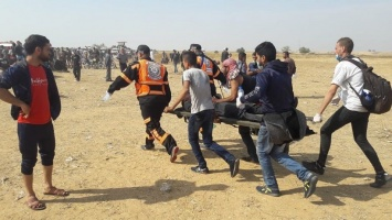 Evacuation of wounded by paramedics, east of Khuza'a, east of Khan Younis, Gaza Strip, 27 April 2018 (c) Al-Haq.